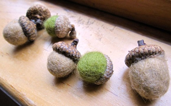 felted-acorns-1