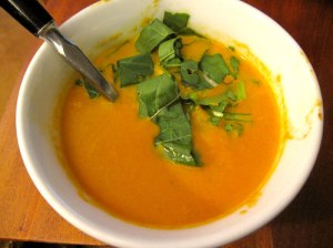 tomato-soup-with-arugula