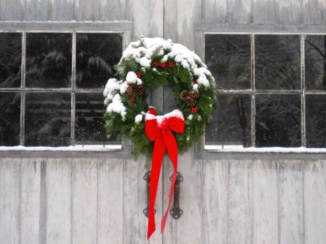 snowy-wreath